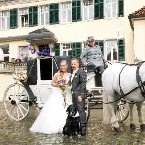 Brautpaar mit Kutsche