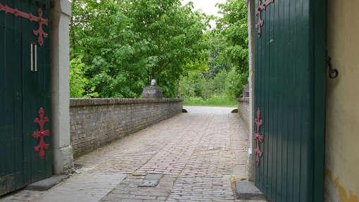 Schloss Eulenbroich Hochzeit Location Einfahrt