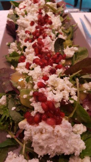 Wildkraeutersalat-mit-Granatapfel
